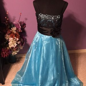 Roberta formal gown size 9
